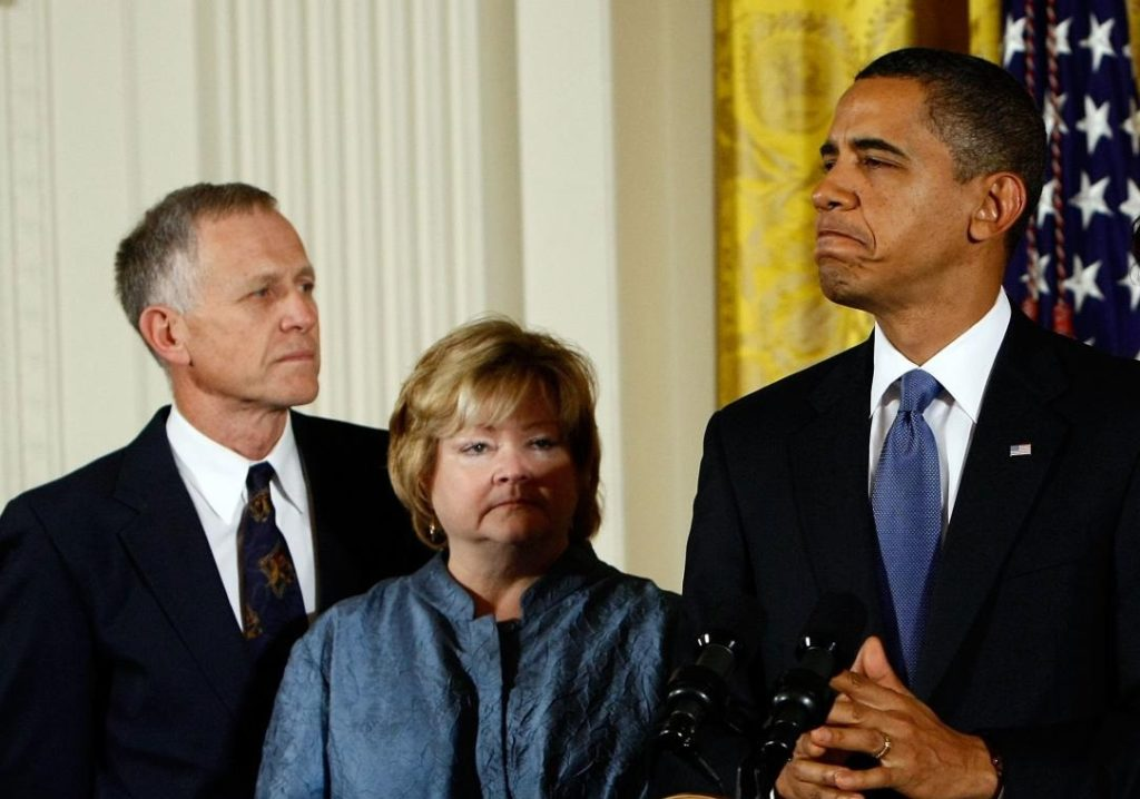 Matthew Shepard's parents Dennis Shepard and Judy Shepard with President Barack Obama in 2009