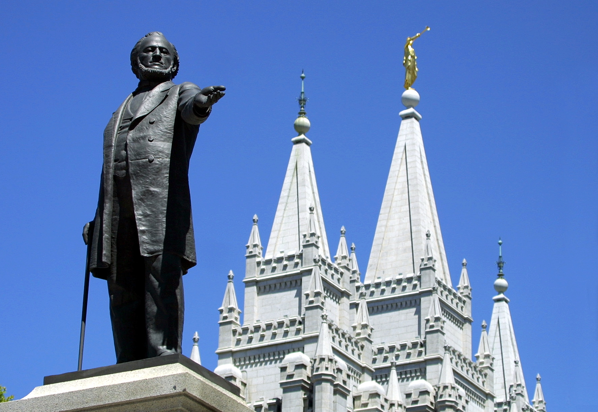 "Gay activists gather at Mormon temple for a ""kiss in"""