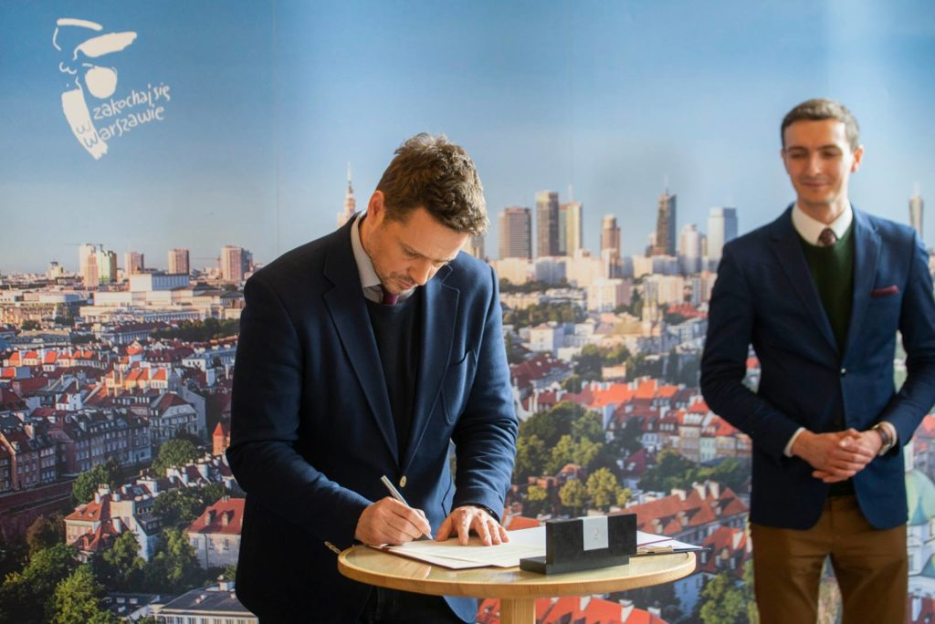 Rafal Trzaskowski signs the declaration on February 18th 2019
