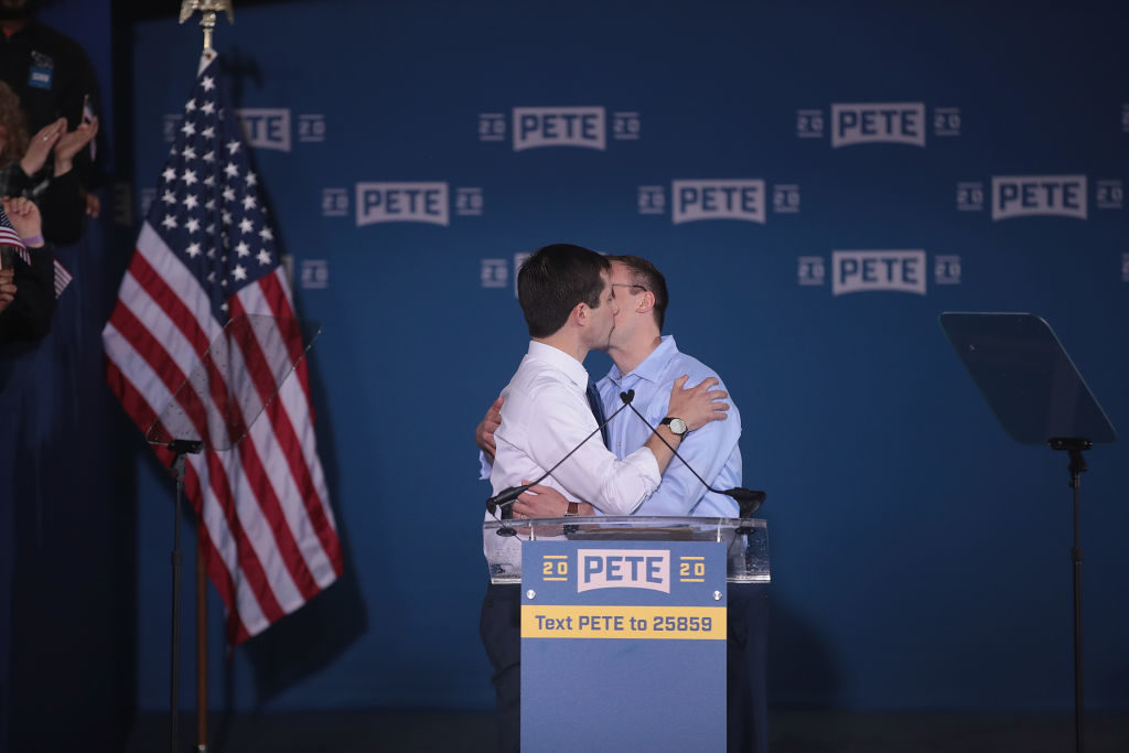 Chasten and Pete Buttigieg kissing