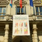 Turin mayor unveiled a banner is support of same-sex families to counter the anti-LGBT World Congress of Families in Verona.
