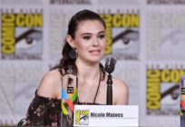 Nicole Maines walks onstage at the Supergirl Q&A during Comic-Con (Mike Coppola/Getty)
