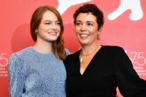 """Actress Emma Stone (L) and actress Olivia Colman attend a photocall for the film """"The Favourite"""" presented in competition on August 30, 2018 during the 75th Venice Film Festival at Venice Lido. (Photo by Vincenzo PINTO / AFP) (Photo credit should read VINCENZO PINTO/AFP/Getty Images)"""