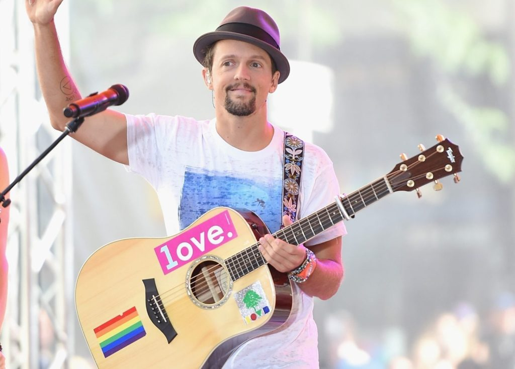"NEW YORK, NY - JULY 18:Jason Mraz performs on NBC's ""Today"" at the NBC's TODAY Show on July 18, 2014 in New York, New York. (Photo by Jamie McCarthy/Getty Images)"
