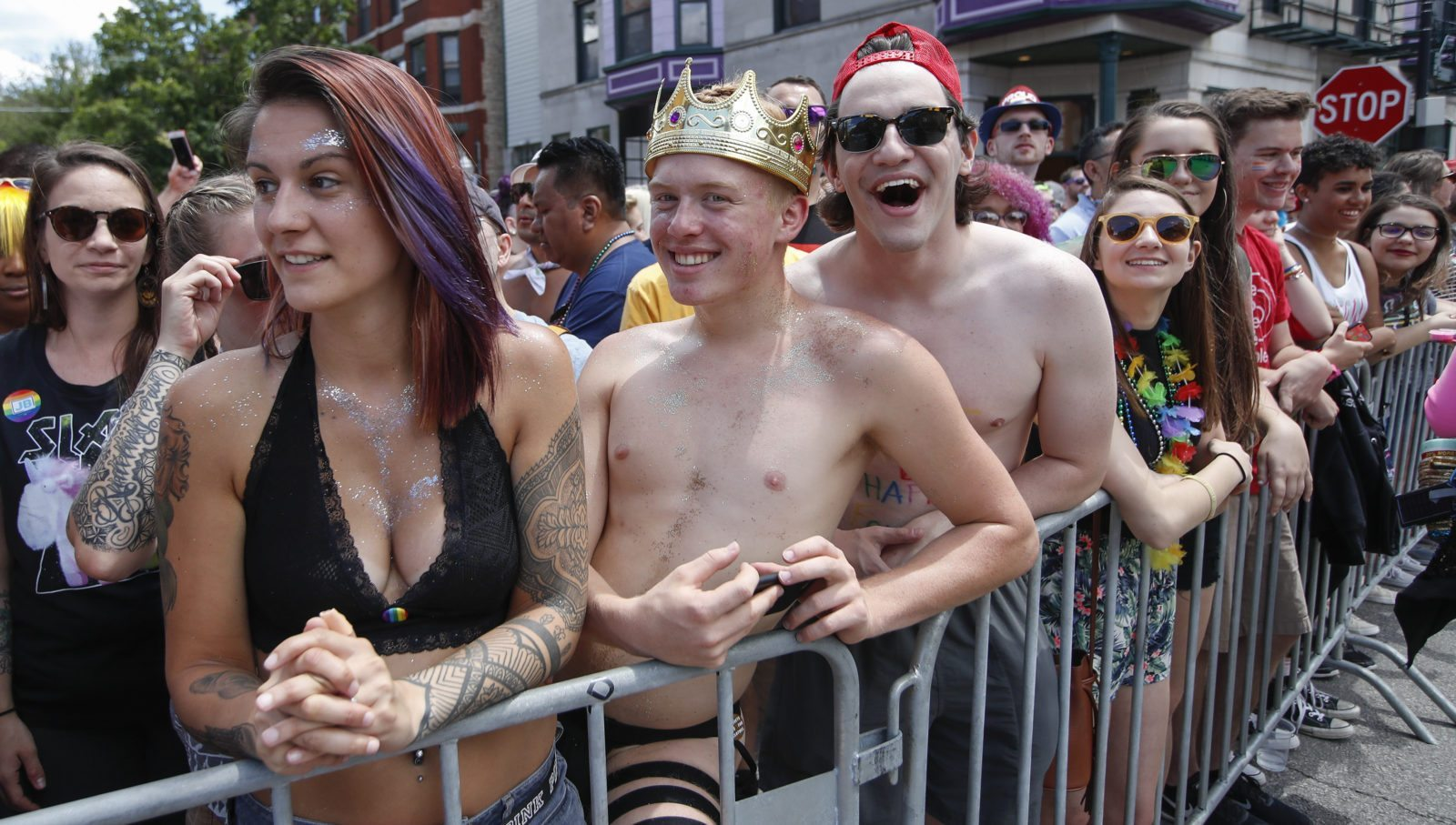 People celebrate the 48th annual Gay and Lesbian Pride Parade on June 25, 2017 in Chicago, Illinois. / AFP PHOTO / Kamil Krzaczynski (Photo credit should read KAMIL KRZACZYNSKI/AFP/Getty Images)