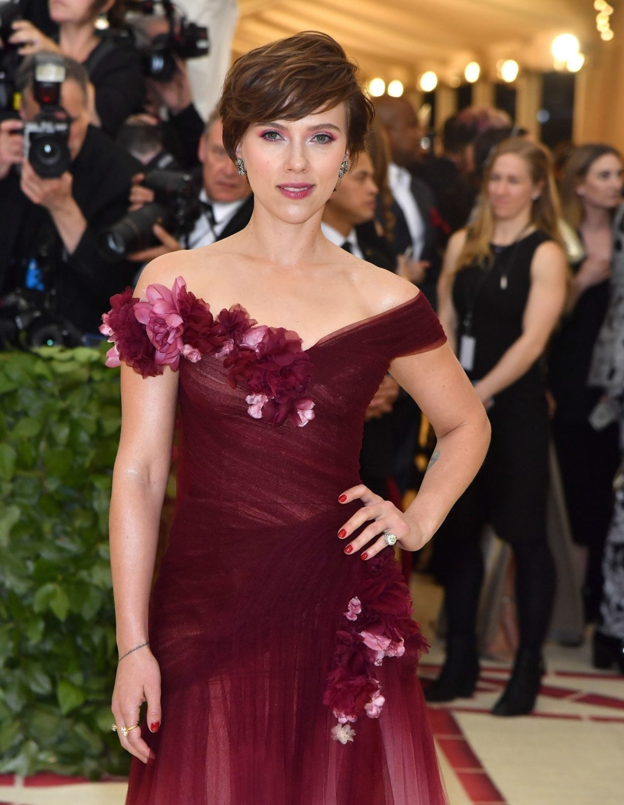 Scarlett Johansson arrives for the 2018 Met Gala on May 7, 2018, at the Metropolitan Museum of Art in New York. - The Gala raises money for the Metropolitan Museum of Arts Costume Institute. The Gala's 2018 theme is Heavenly Bodies: Fashion and the Catholic Imagination. (Photo by ANGELA WEISS / AFP) (Photo credit should read ANGELA WEISS/AFP/Getty Images)