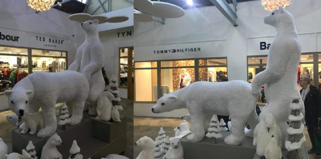 Customers said the two polar bears look like they're having anal sex