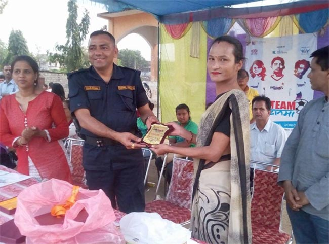 "Aanik Rana receives the ""token of love"" from DSP Mukunda Marasini"