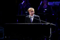 Barry Manilow live