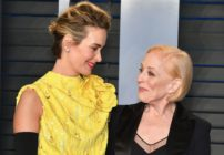 Sarah Paulson (L) and wife Holland Taylor attend the 2018 Vanity Fair Oscar Party.