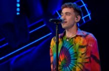 Olly Alexander singing on The Voice of Poland