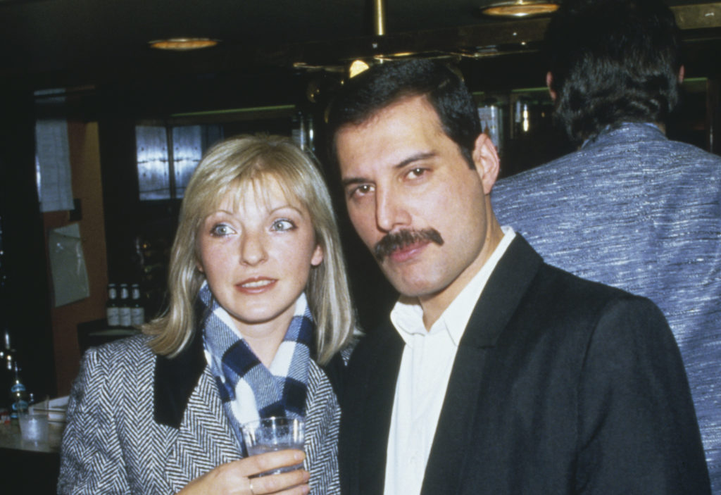 Singer Freddie Mercury (1946 - 1991) of Queen attends Fashion Aid at the Royal Albert Hall in London, with Mary Austin, 5th November 1985. (Dave Hogan/Getty Images)