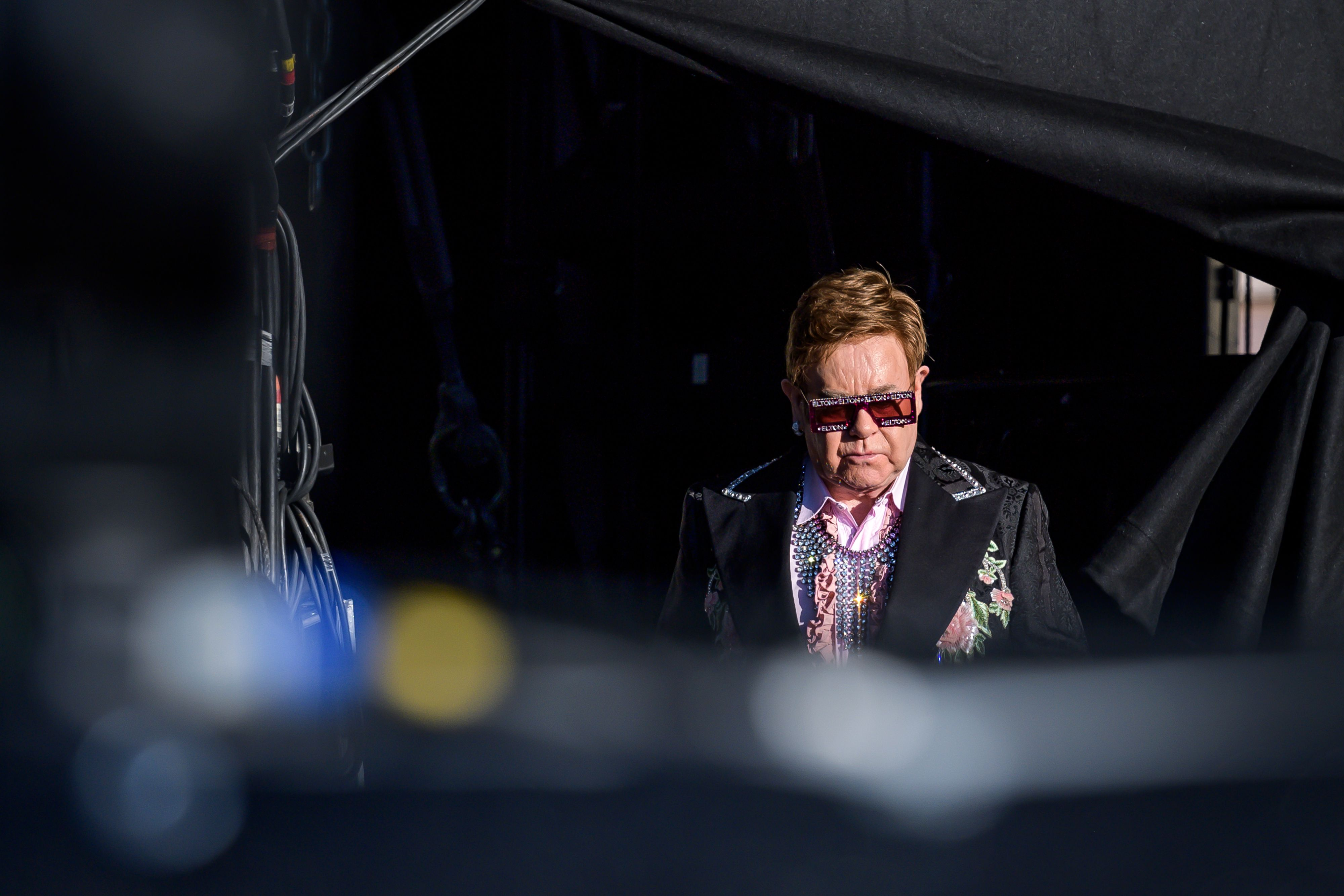 Elton John arrives on stage for his Farewell Yellow Brick Road tour. (FABRICE COFFRINI/AFP/Getty Images)