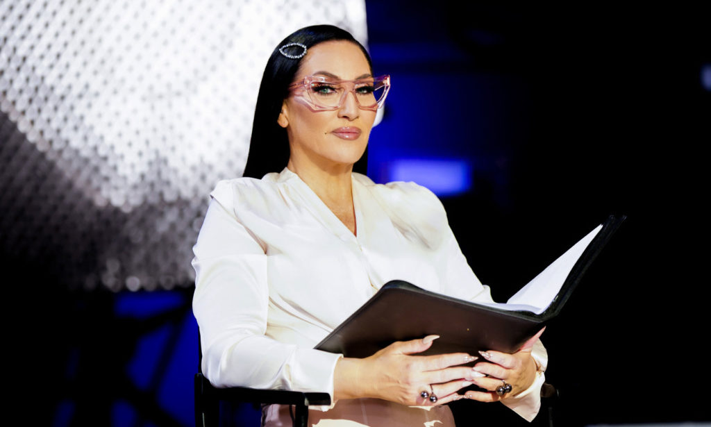 Michelle Visage holding a book