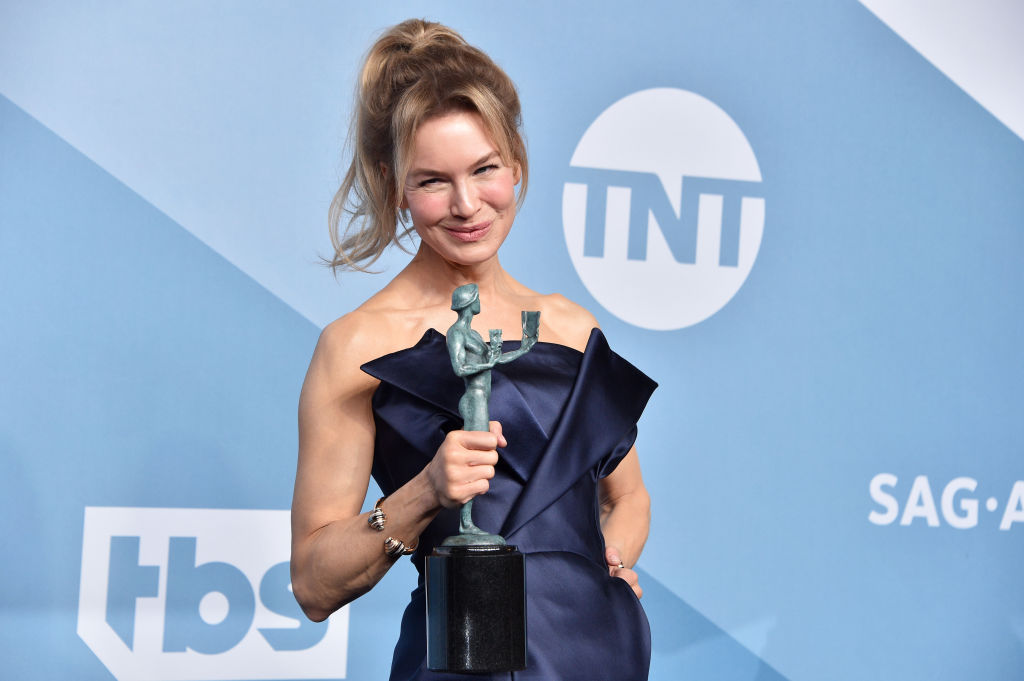 "Renee Zellweger poses in the press room with the trophy for Best Performance by an Actress in a Motion Picture - Drama for ""Judy"" during the 26th Annual Screen Actors Guild Awards"