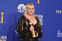 Patricia Arquette holding her Golden Globes 2020 award