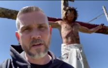 Pastor Greg Locke defied social distancing measures there to protect vulnerable Americans from coronavirus to reenact Christ's crucifixion. (Screen captures via Twitter)