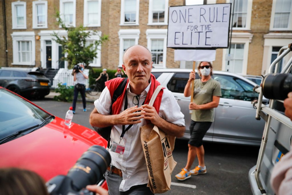 Reporters and protesters throng the streets of Islington, London, outside Dominic Cumming's residency. (TOLGA AKMEN/AFP via Getty Images)
