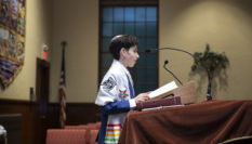 Jewish teen shuns gendered ceremonies for gender-neutral b'nai mitzvah