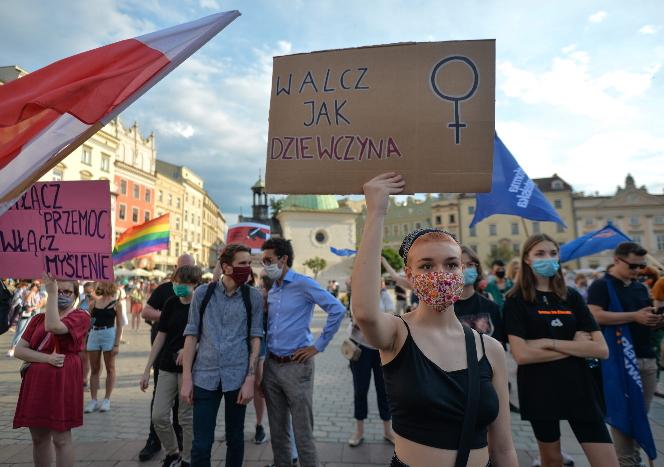 Activists gathered on Friday afternoon at Krakow's Main Market Square to voice their opposition to the government's plan to withdraw Poland from the 2011 Council of Europe's Istanbul Convention on combating domestic violence.