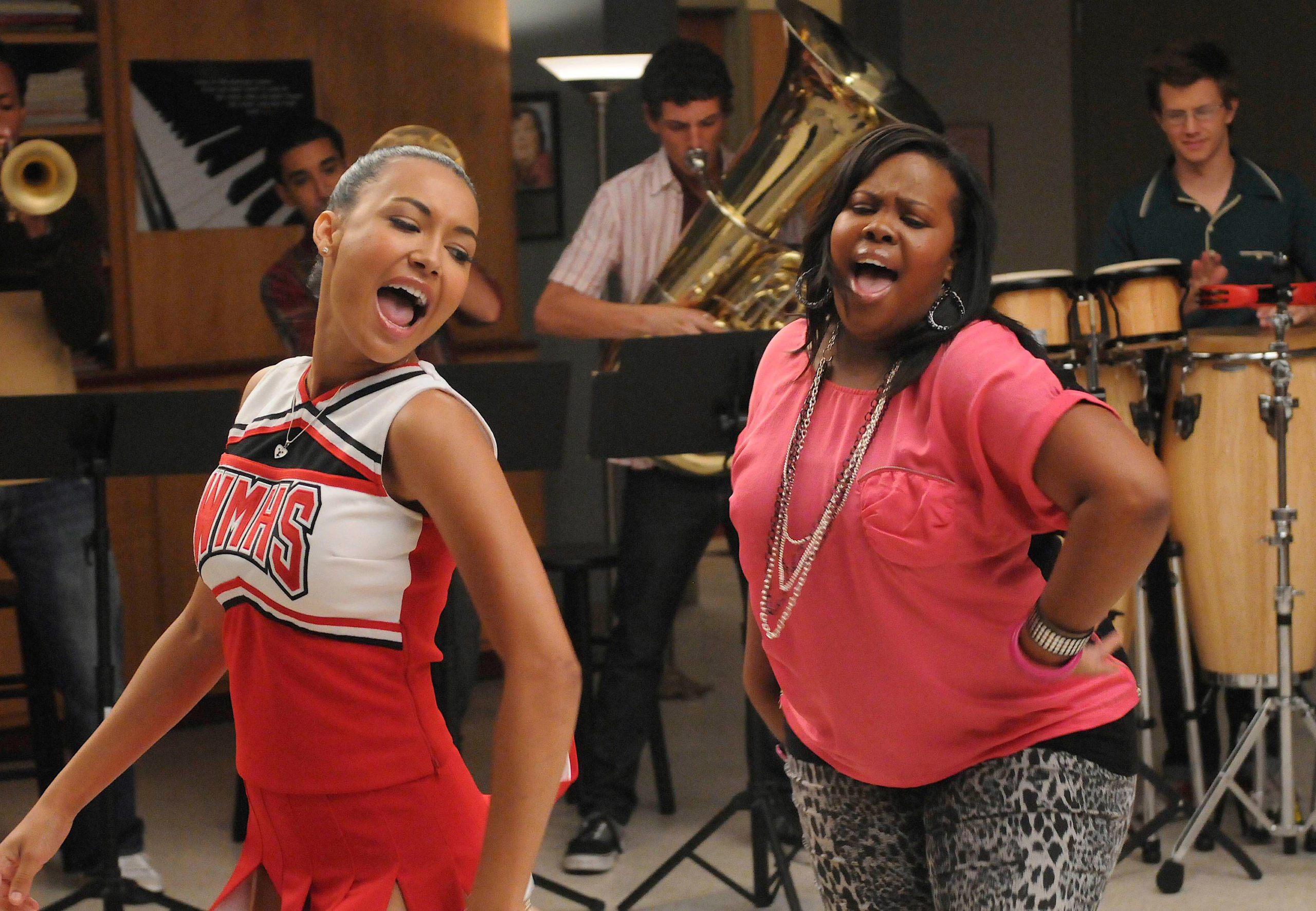 Naya Rivera and Amber perform a duet on Glee