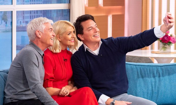 John Barrowman with Phillip Schofield and Holly Willoughby on the set of This Morning
