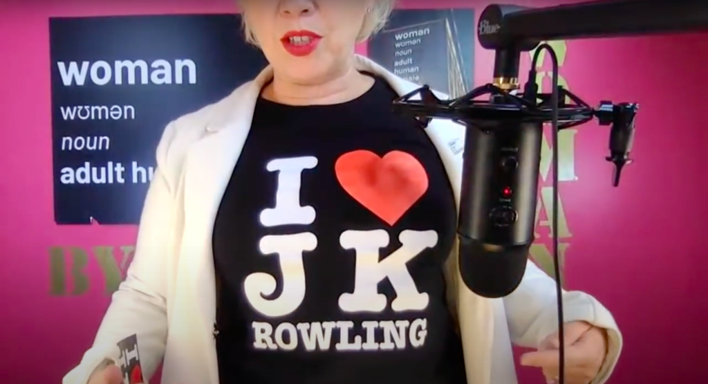 """Posie Parker posed in a YouTube broadcast to show off a t-shirt emblazoned with """"I ❤ JK Rowling"""". (Screen capture via YouTube)"""