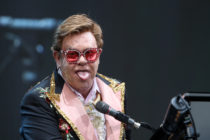 Elton John performing Auckland, wig intact