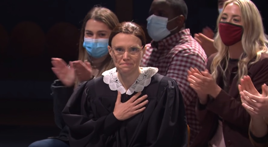 Kate McKinnon paid a moving tribute to Ruth Bader Ginsburg during Saturday Night Live's return to the airwaves.