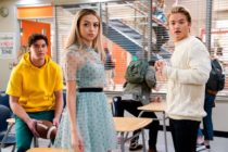 Three high schoolers in a cafeteria in Saved by the Bell
