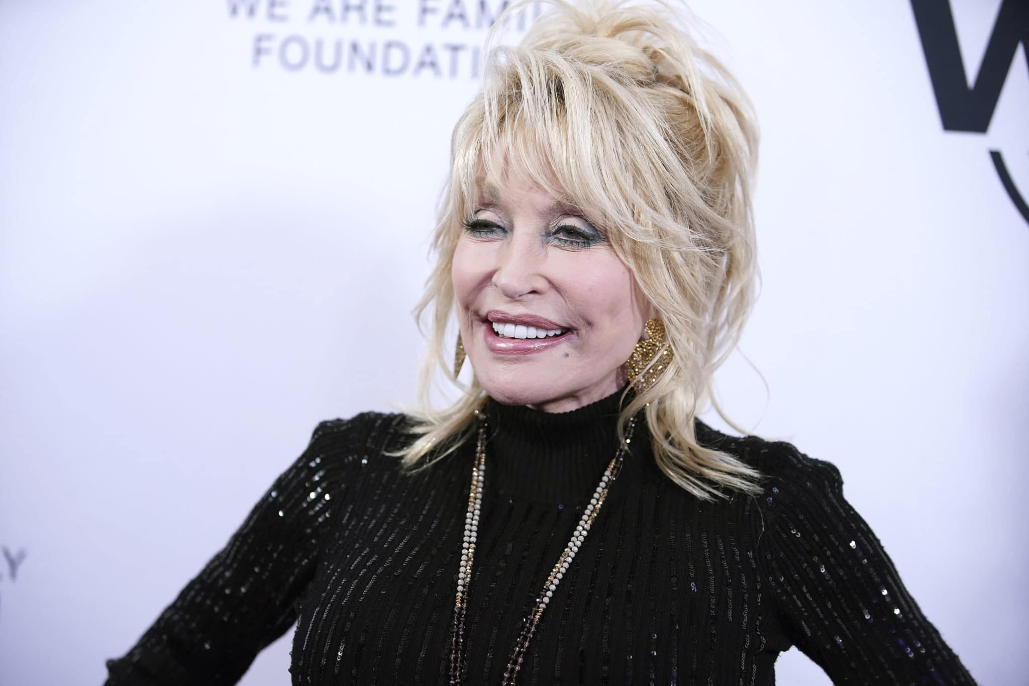 Obama said COVID vaccine hero Dolly Parton should get a presidential medal of freedom