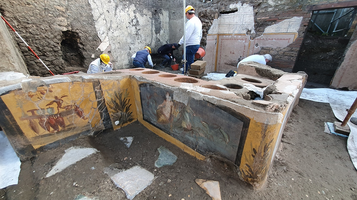 Ancient Roman 'homophobic graffiti' found in unearthed Pompeii snack bar: 'Nicia cinaede cacator'