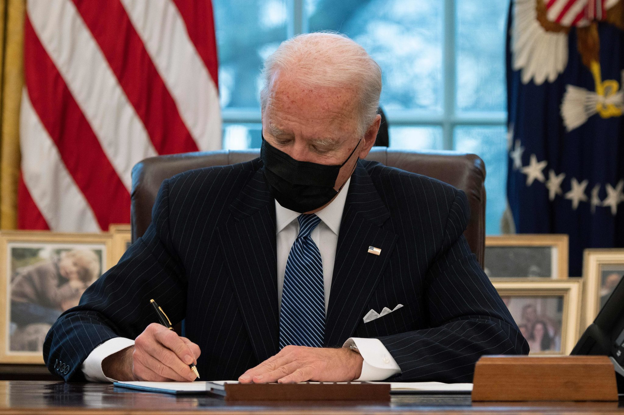 Republicans angry: US President Joe Biden signs an executive order reversing a Trump era ban on transgender people serving in the military