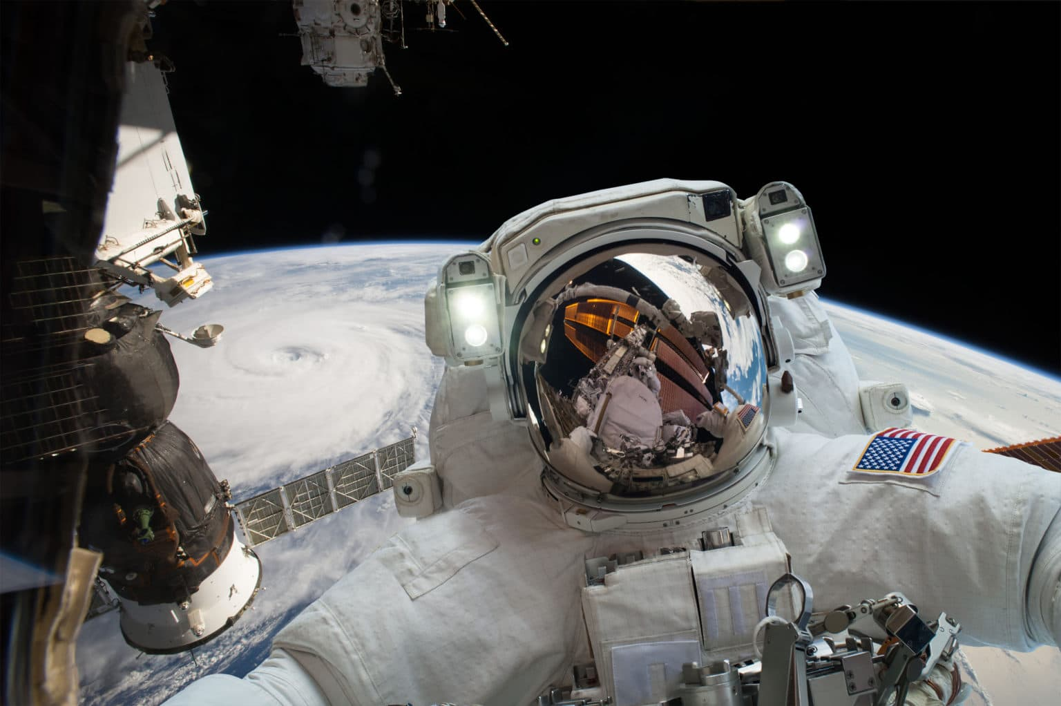 [Image: astronaut-in-outer-space-PB9HBC6-1536x1022.jpg]