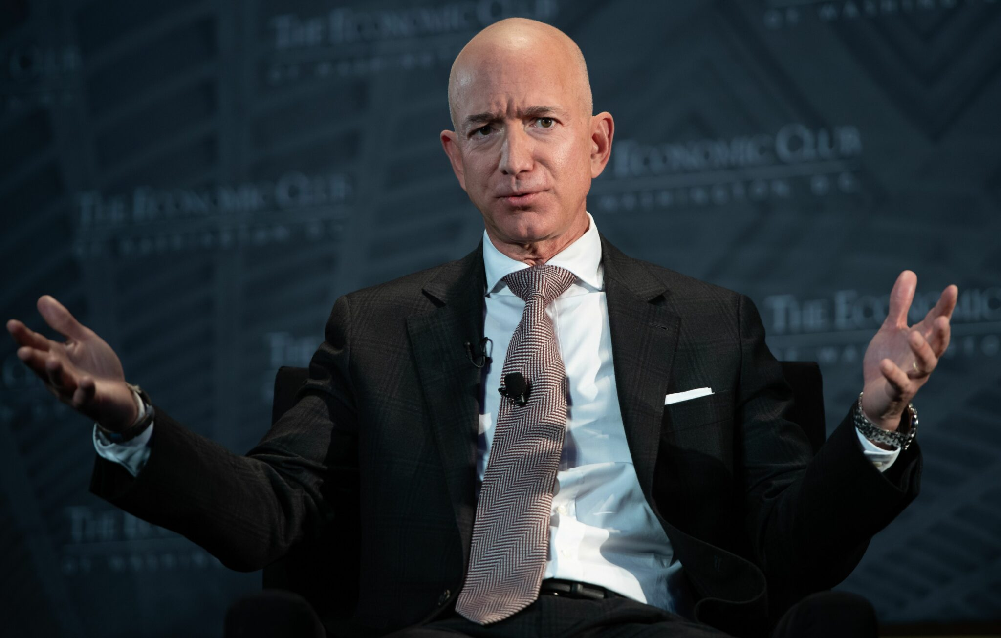Nude photo used in Jeff Bezos 'extortion' was actually 'from gay escort site'