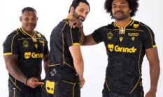 Members of Biarritz Olympique sporting Grindr-sponsored uniforms