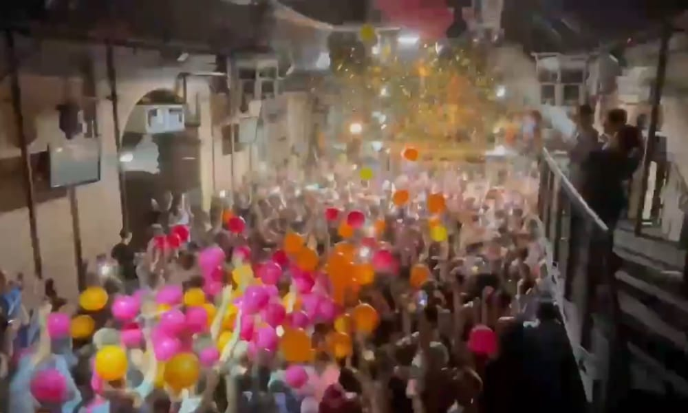 The dancefloor of Heaven with balloons falling onto revellers