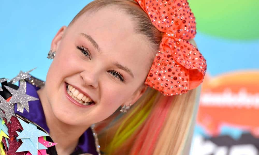 JoJo Siwa attends Nickelodeon's 2019 Kids' Choice Awards in an extremely colourful and sparkly outfit and orange giant hairbow
