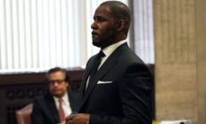 R Kelly attends a hearing on his sex abuse case on 22 March 2019