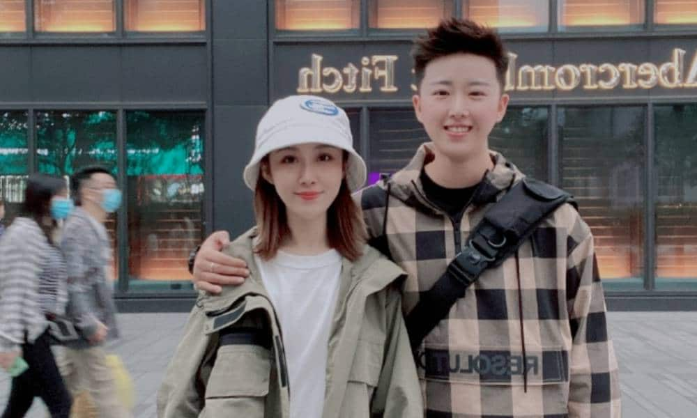 Chinese volleyball player Sun Wenjing and her girlfriend are shown in a picture on Weibo